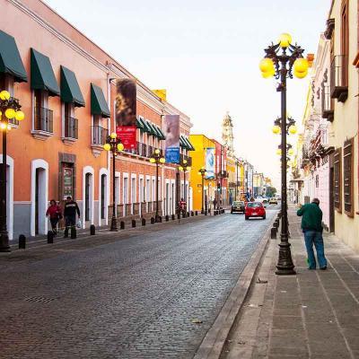 Tour peatonal de medio día por la Ciudad de Puebla visitando La Catedral, El Zócalo, El Parían y más