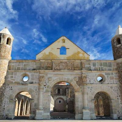 Tour de medio día visitando la Zona Arqueológica de Monte Albán desde Oaxaca