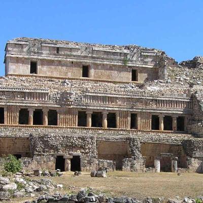 Recorrido de un día a la Ruta Puuc (Ruinas Mayas) y Grutas de Loltun desde Mérida